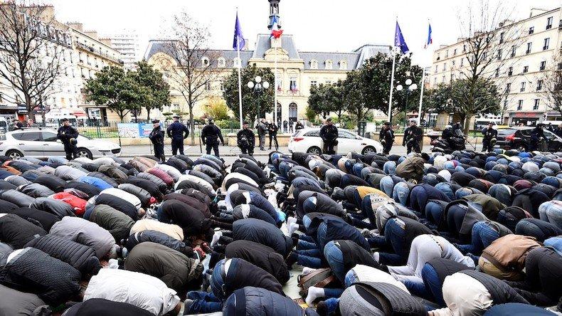 A la veille d'un vendredi, le préfet des hauts-de-Seine interdit les #prièresderue à #Clichy ➡️https://t.co/noojPoLBPh