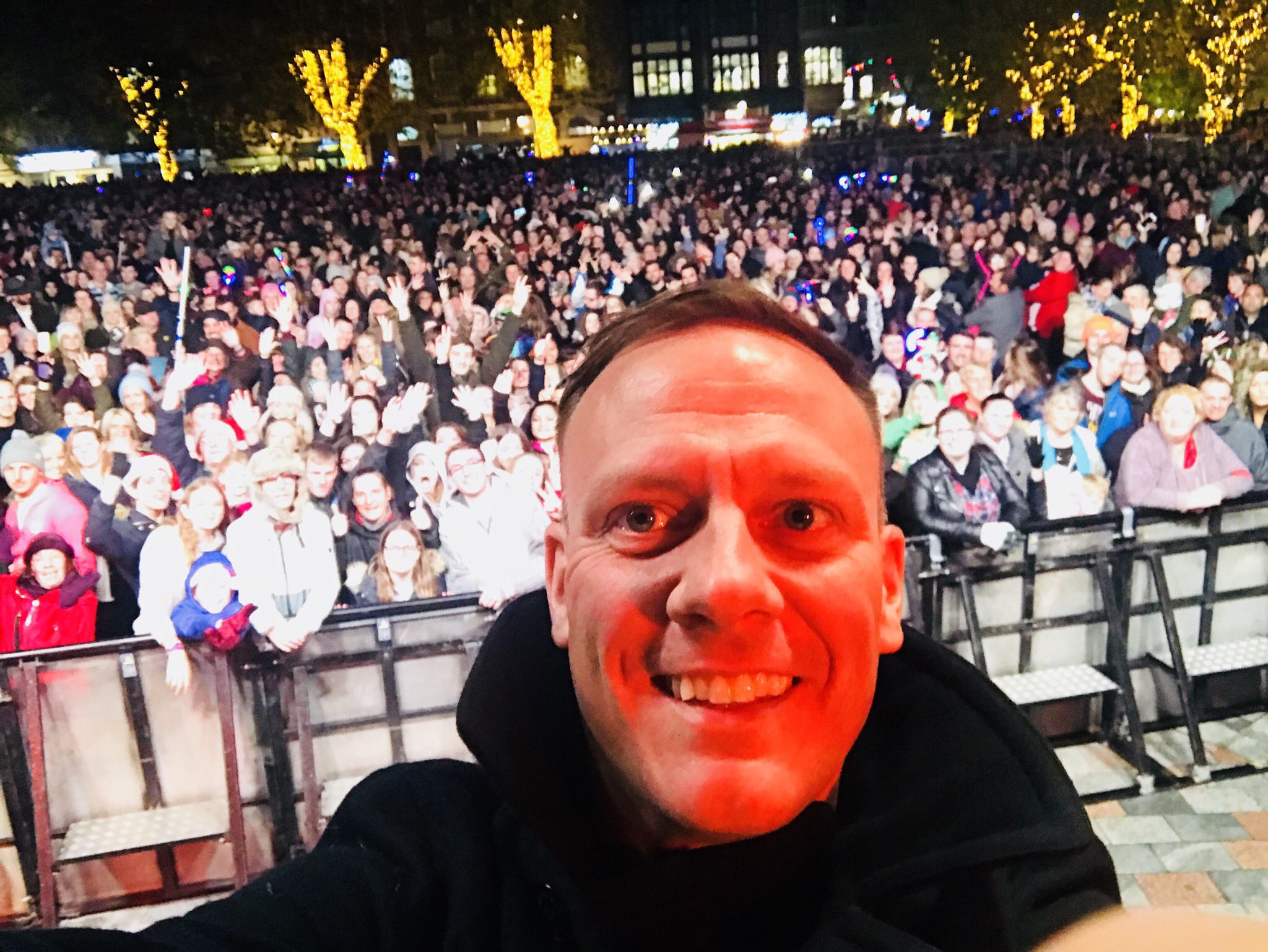 Thank you Salisbury. It was an honour to switch on your Christmas lights! https://t.co/sEhfZgN3zE