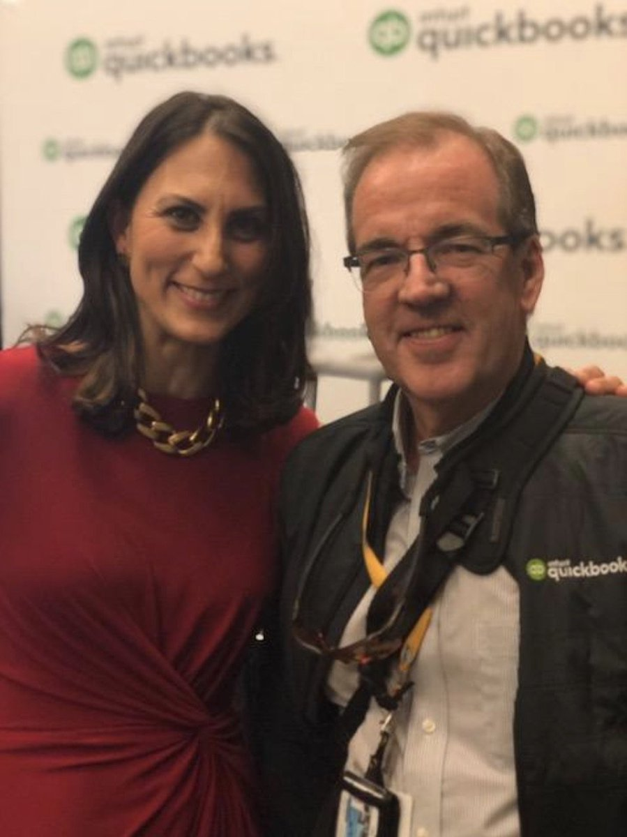 How to optimize your @LinkedInMktg presence?: @donnaserdula rocked a packed house at #QBConnect 2017