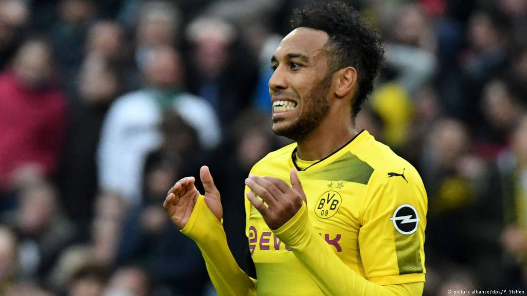 BREAKING: Pierre-Emerick #Aubameyang has been left out of Dortmund&#39;s squad for tomorrow&#39;s game with Stuttgart for &quot;disciplinary reasons.&quot; #vfbbvb<br>http://pic.twitter.com/hZSdnTCdzB