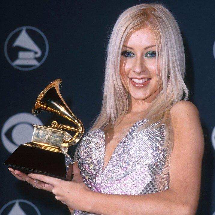 Five-time GRAMMY winner Christina Aguilera (@xtina) won her first career GRAMMY for Best New Artist at the 42nd #GRAMMYs in 2000. #GRAMMYVault <br>http://pic.twitter.com/drfe7tFakq