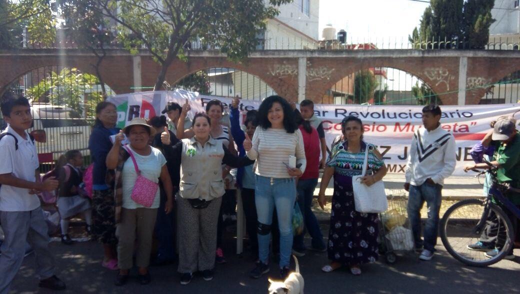 Dip.@IBetanzosMTDF las #BrigadasVoluntariasIBC dando respuesta como siempre a los vecinos de la Ciudad, hoy con la compañera Guadalupe Galicia Flamenco en la Unidad Habitacional Ce Cualli Ohtli @eruviel_avila @cgt1968 @TonatiuhGCase @LorenaMartinez