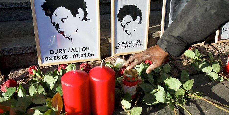 Zweifel im Fall Oury #Jalloh - Legte ein unbekannter Dritter, das Feuer in der Zelle? https://t.co/rzlNavml4T