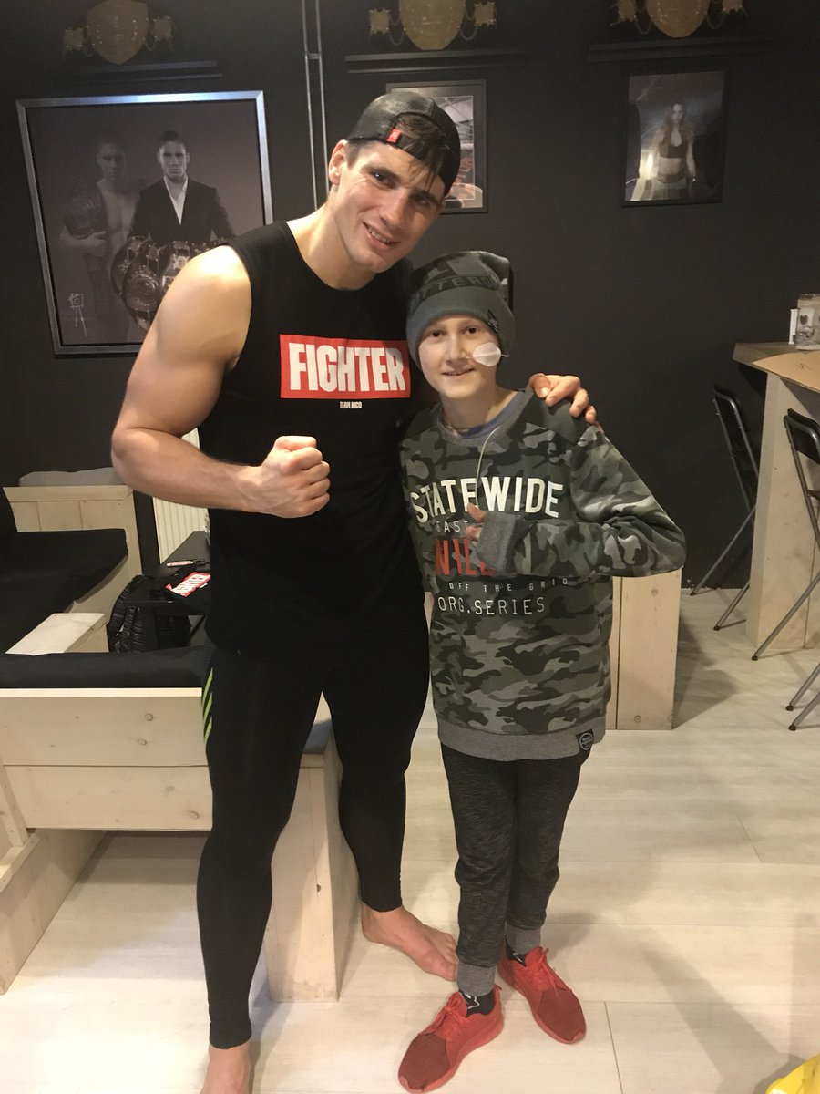 Today I had a special guest watching my training....This little man is fighting a rare disease....he motivated like crazy #training #motivation #raredisease #work #keepfighting #nevergiveup<br>http://pic.twitter.com/MGFmNneqPB