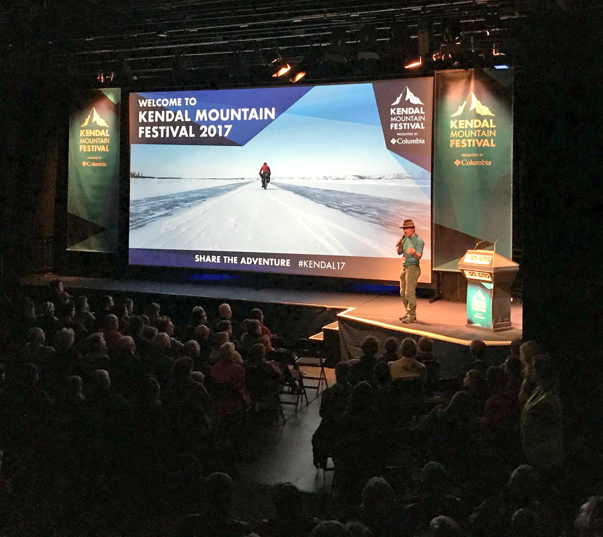 Outstanding opening session for @kendalmountain with @andypmtnguide and the #kendal17 team.  #Weightless featuring #JBChandelier is a total #parapente inspiration! Now @inov_8 #FellRunning session!  #paraglide #kendal #wearekendal #gatewaytothelakes  #notjustlakes<br>http://pic.twitter.com/lVlh2a57jG &ndash; à Brewery Arts Centre
