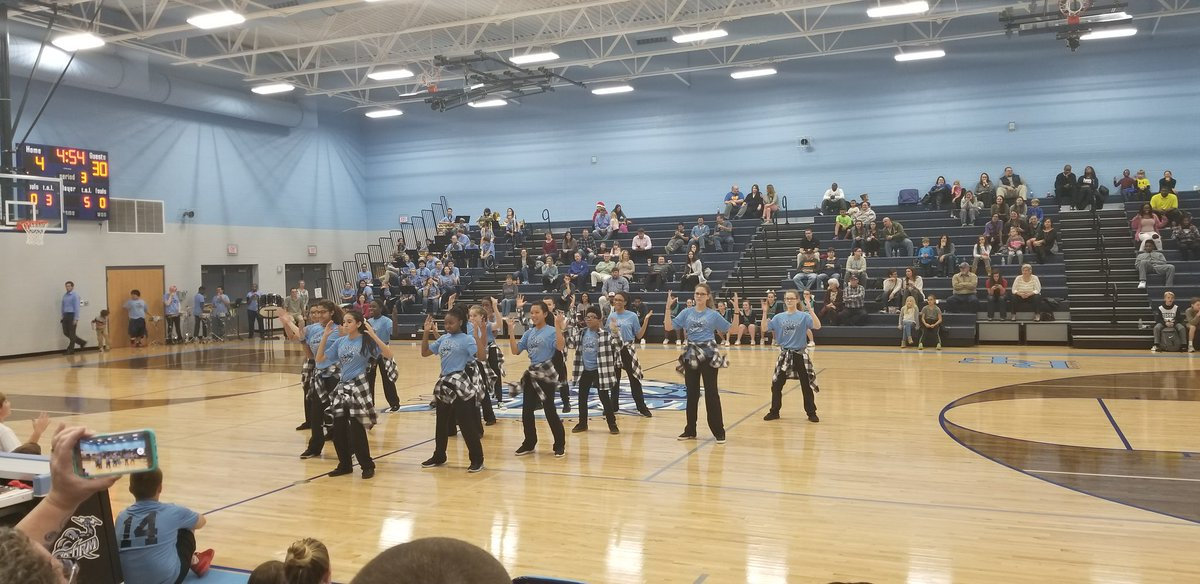Check out @RockyForkMS Dance Team Reppin at tonight's Basketball Game!! #BoltUp pic.twitter.com/ZwZunInVZR