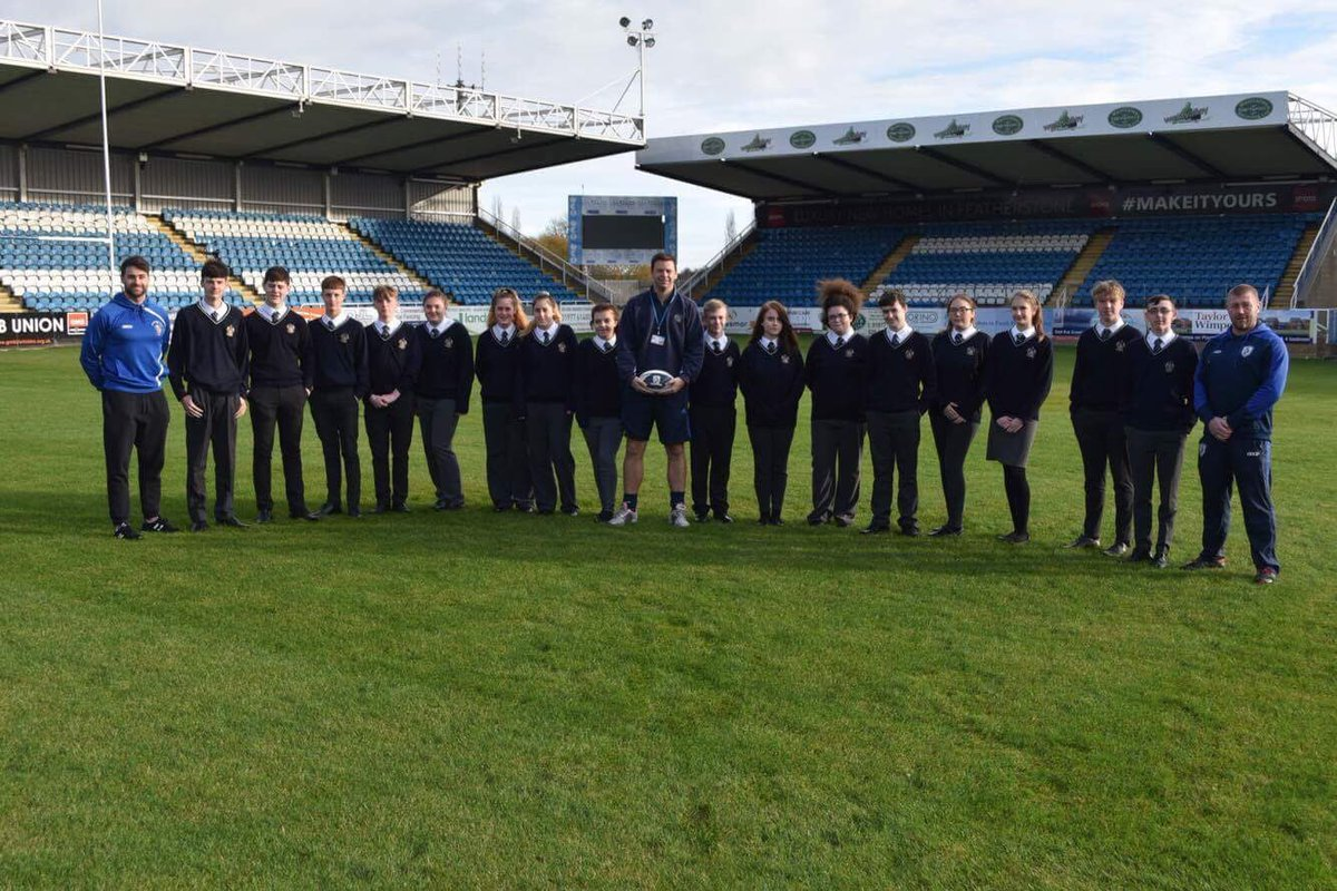 Over the last 3years @FeatherstonePE & @FeatherstoneAca have developed a great relationship with Featherstone Rovers. The Featherstone Rovers foundation have began the process of developing 16 year10 sports leaders to achieve a nationally recognised award. @Pmarch7 @JCording_26