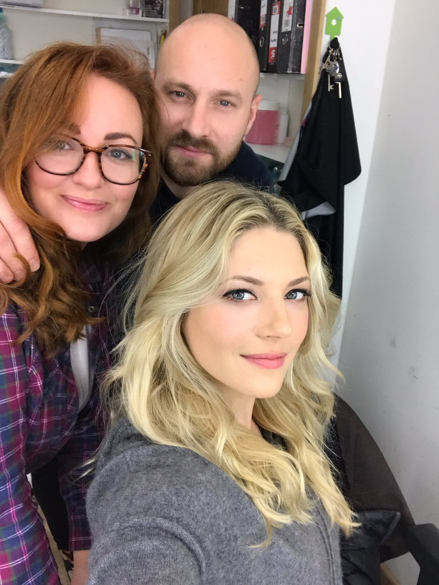 Meet my Vikings glam squad.. or maybe I should say..Laggy&#39;s blood &amp; dirt squad. #Vikings #Lagertha<br>http://pic.twitter.com/0G1VN4f1i0