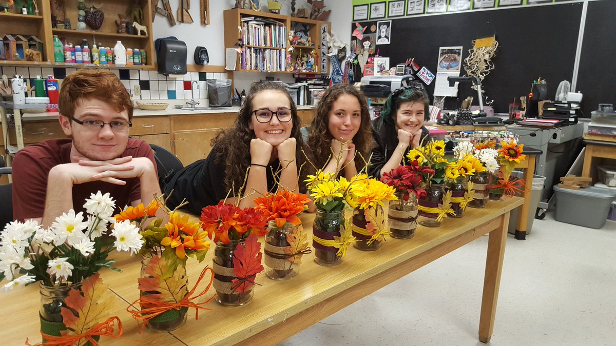 National Art Honor Society is working on creating Thanksgiving center pieces for the New Hope Manor Nursing Home! #LHSnahs #flowerpower @LeanderHS @lhsprincipal17<br>http://pic.twitter.com/hqsnqLxHNJ