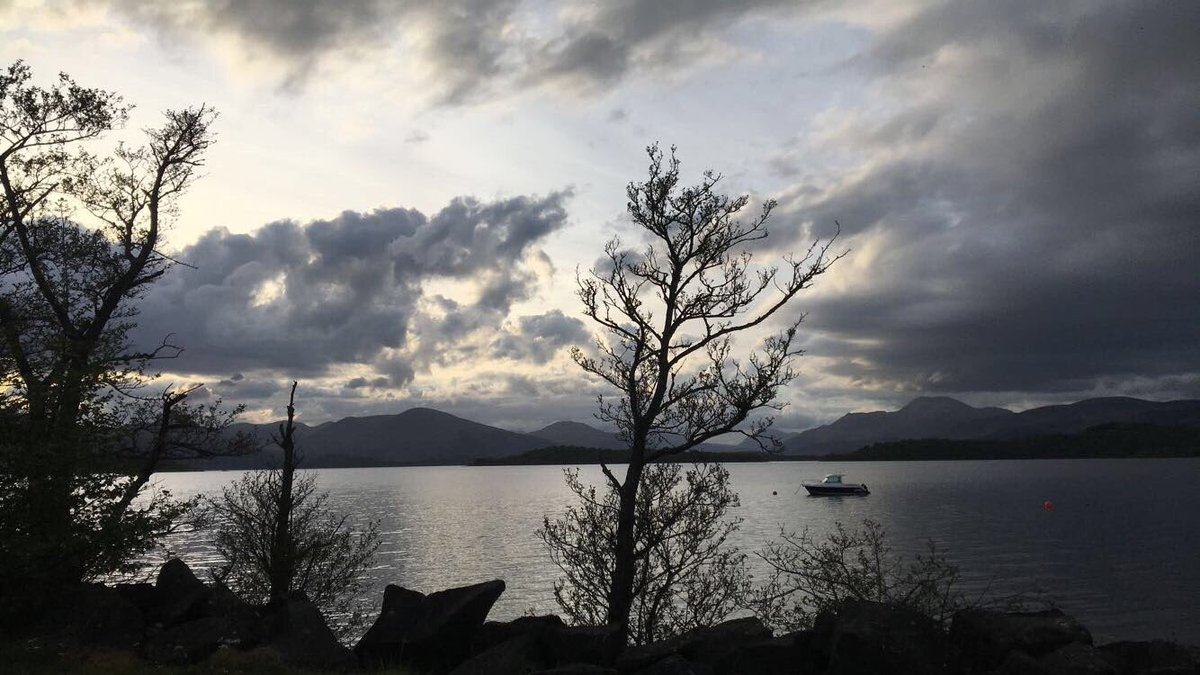 A wee picture i took somewhere on the south shore of #LochLomond . Beauty at its peak! @LochLomondMalts #neverfollow <br>http://pic.twitter.com/PatHSuUMi0