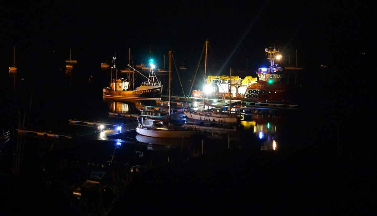 Our maritime neighbours certainly know how to light up the world. I love living on a boat! #brightlights #Tobermory #Scotland<br>http://pic.twitter.com/mjLiPUVyFB