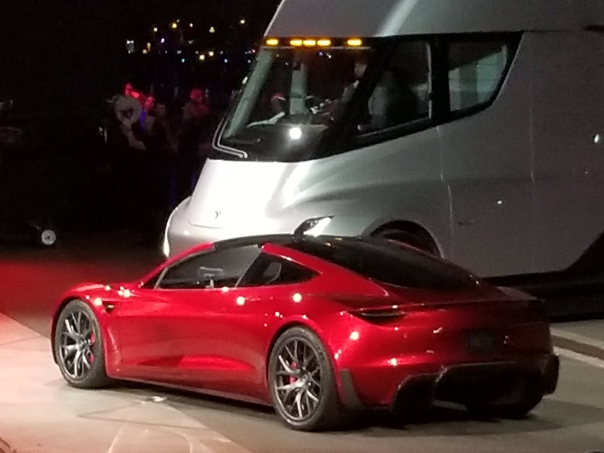 Tom Randall On Twitter The New Tesla Roadster Has 4 Seats 3 Motors 200 Kwh Pack 620 Mile Range And Goes 0 To 60 In 1 8 Seconds That S The Base Model Https T Co Ihnpzcihbm