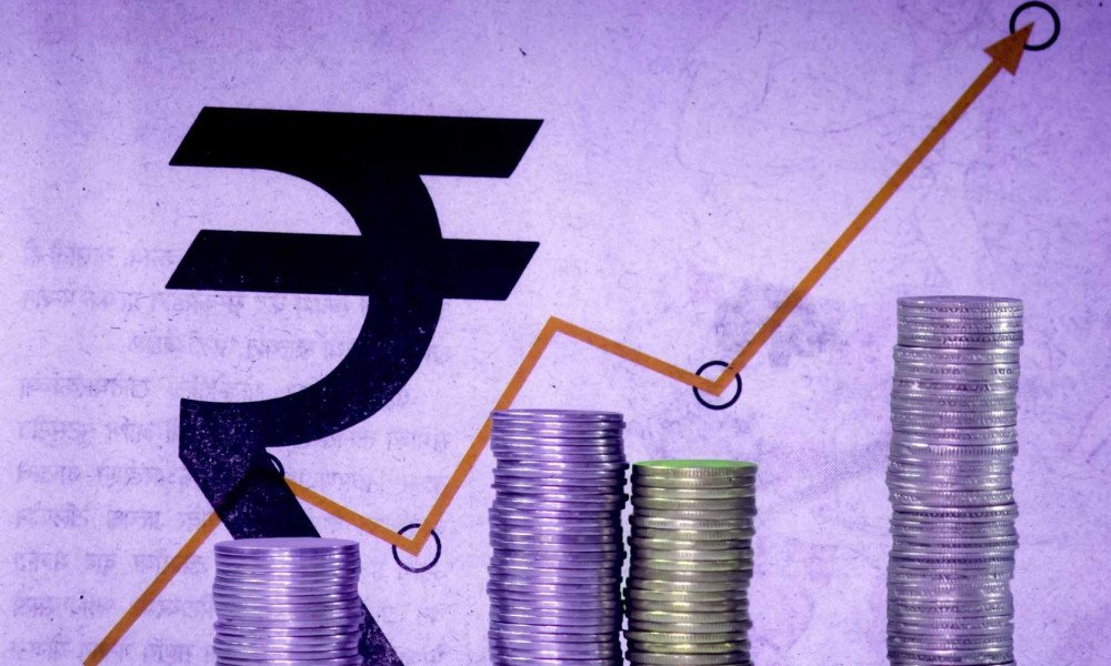 Indian #finance minister says India is on track to grow more than 7% in 2018. The Indian #economy grew at its slowest pace in three years between April and June at 5.7 percent. #StockMarket #Trade #ArunJaitley<br>http://pic.twitter.com/8NoDlrILjF