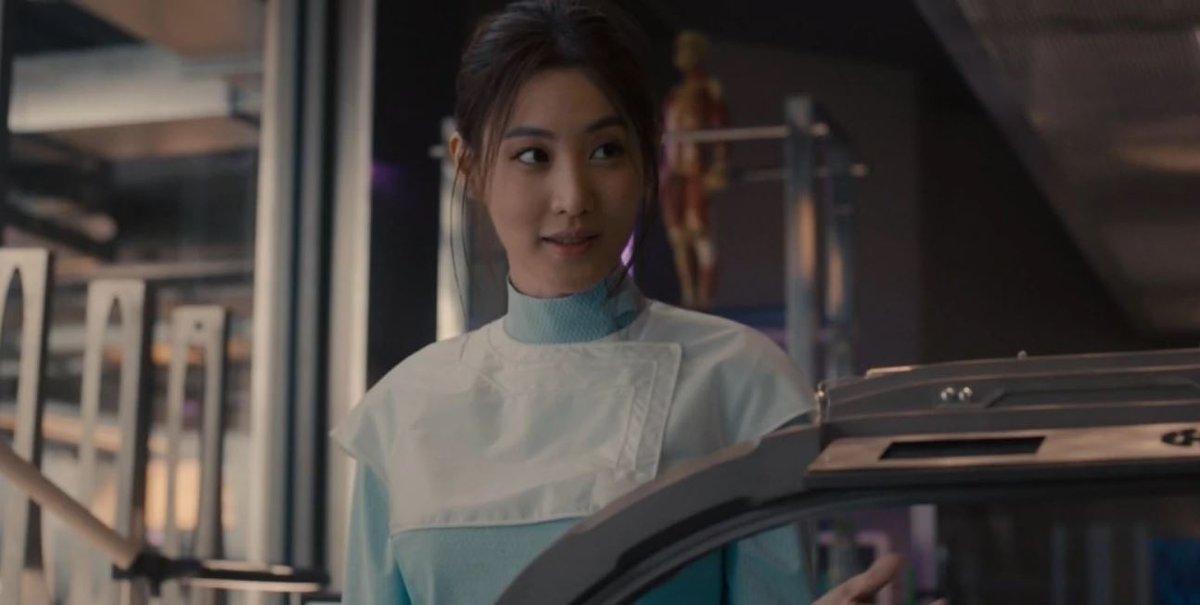 """ScreenSavers on Twitter: """"Baru tau karakter yang di sebelah Ezra Miller ini  diperankan Claudia Kim aka. mbak dokter ayu Helen Cho di Avengers 2  😍#FantasticBeasts… https://t.co/kaPYjO5A5Z"""""""