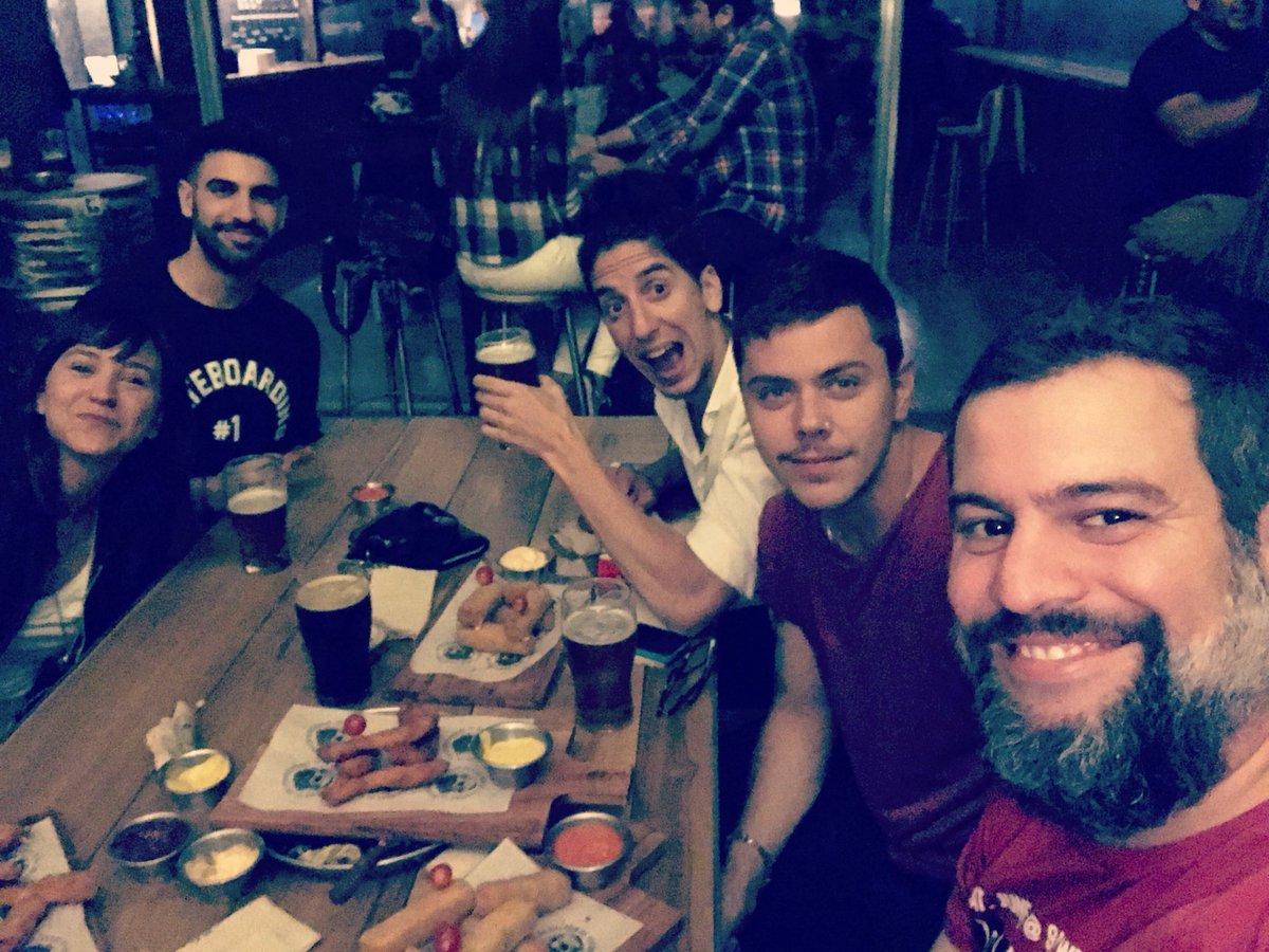 Pregúntame si jodemo. Gran noche gran del team @TodosArriba en @galpondetacuara 🍺 traigan jueves que birras sobran! https://t.co/zm3K20eFPv