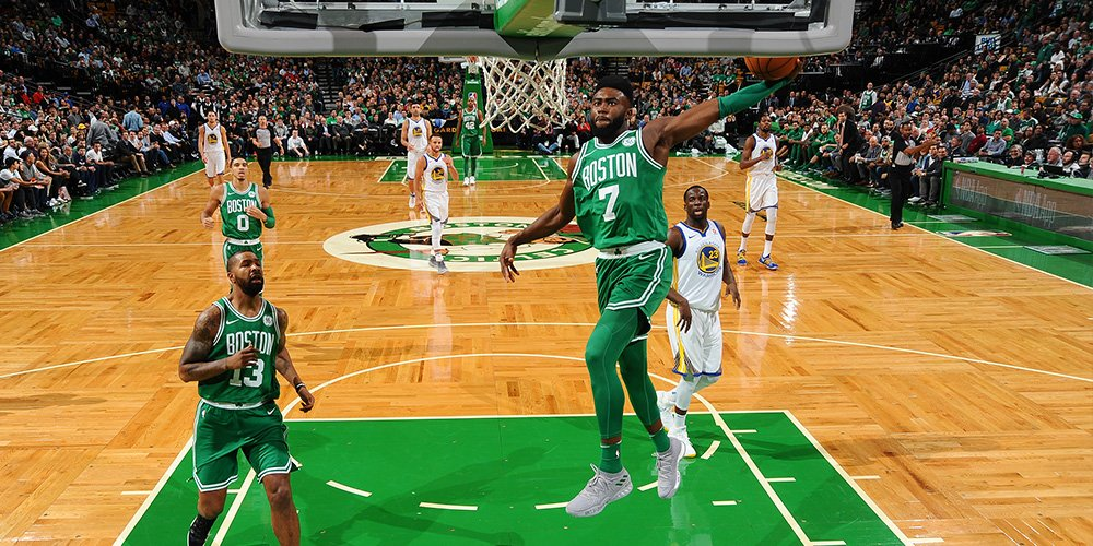 FINAL: Celtics 92, Warriors 88.  All five Celtics starters scored in double-figures as the C's push they winning streak to 14 straight. Brown: 22 points. Horford 18 points, 11 boards. Irving scored 11 of his 16 points in the fourth quarter.