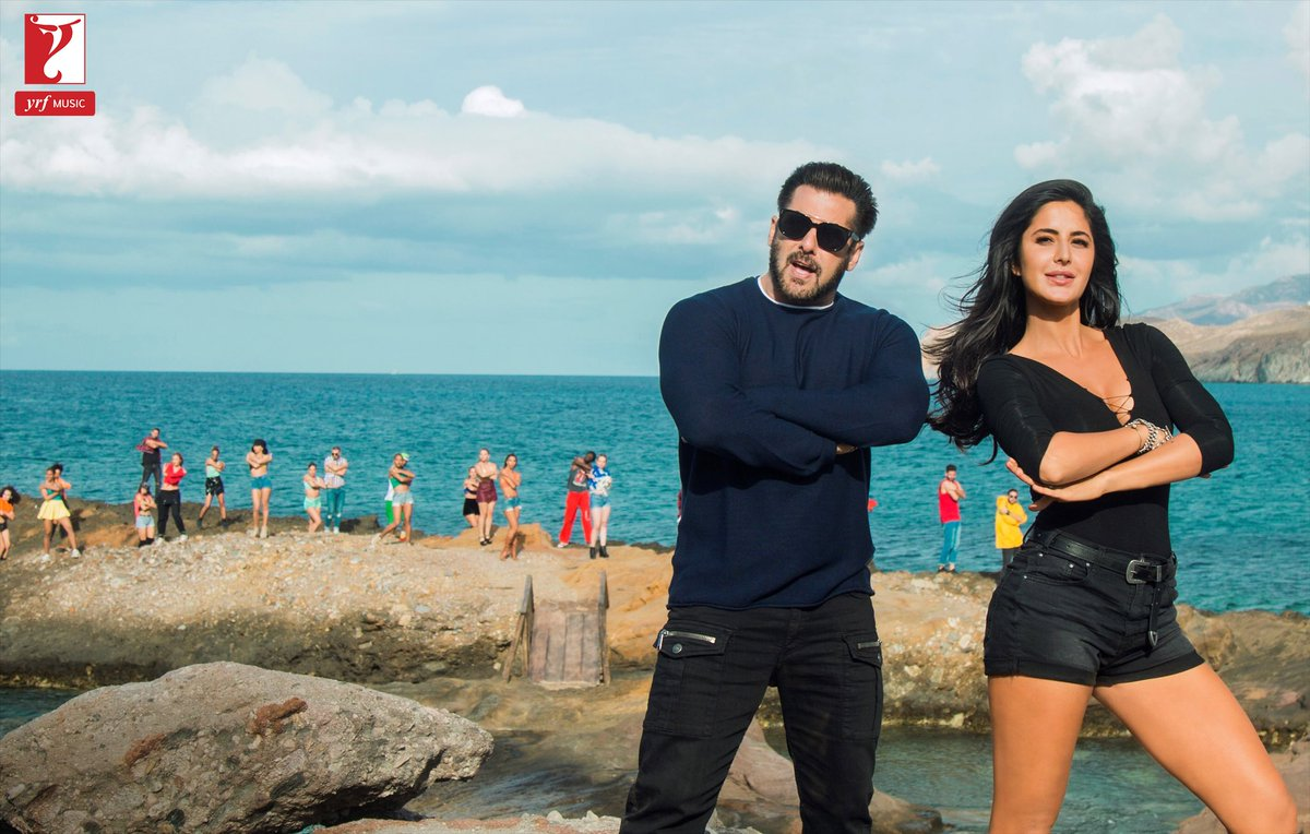 #FridayFeelingWooh Gear Up Guys #SwagSeSwagat Coming Soon Celebrate peace, love &amp; SWAG with Tiger &amp; Tigress  New Still Of Dashing Adorable #SalmanKhan &amp; Splendid Diva #KatrinaKaif #TigerZindaHai #SwagSeSwagatComingSoon  RT IF U Can&#39;t Handle #Swag Game On Point <br>http://pic.twitter.com/PiRpHKLCiL