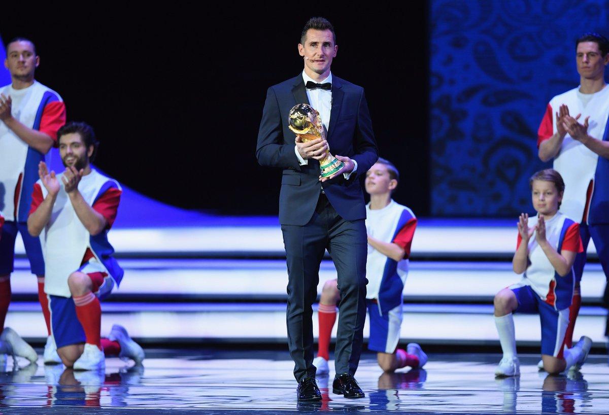 GROUP A: Russia Uruguay  GROUP B: Portugal Spain  GROUP C: France Peru  GROUP D: Argentina Croatia  😍😍😍 #WorldCupDraw https://t.co/HK4WgCuLvj