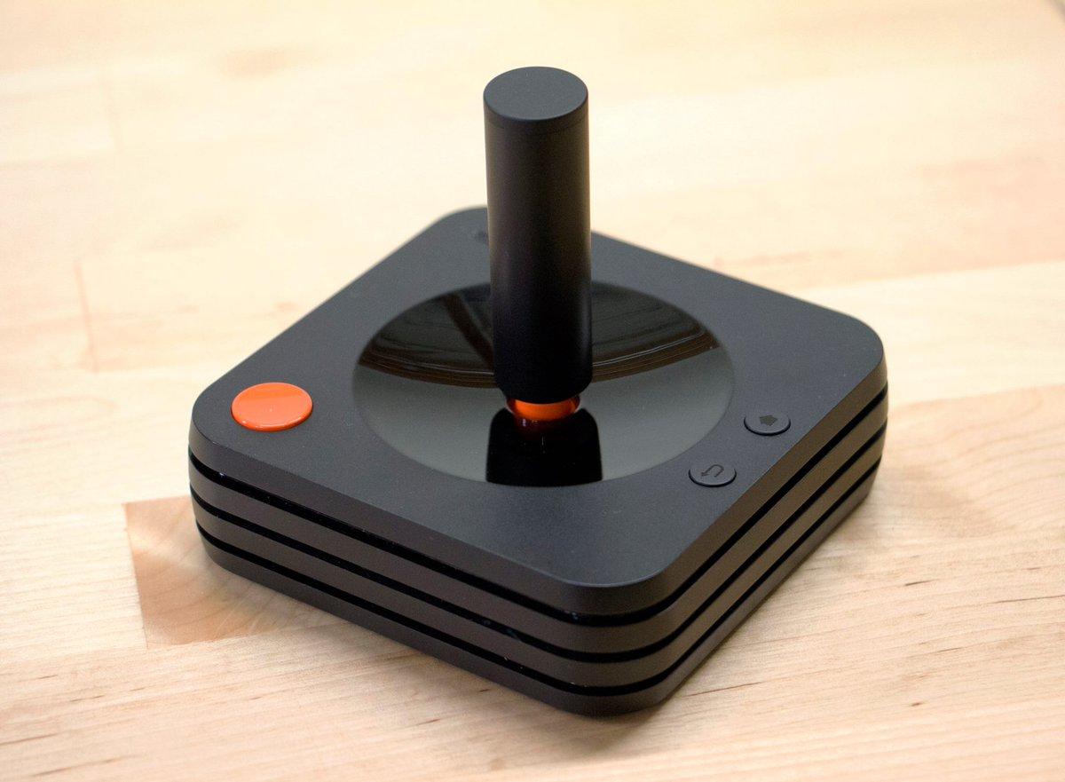 Atari présente la manette de sa nouvelle console #Ataribox.