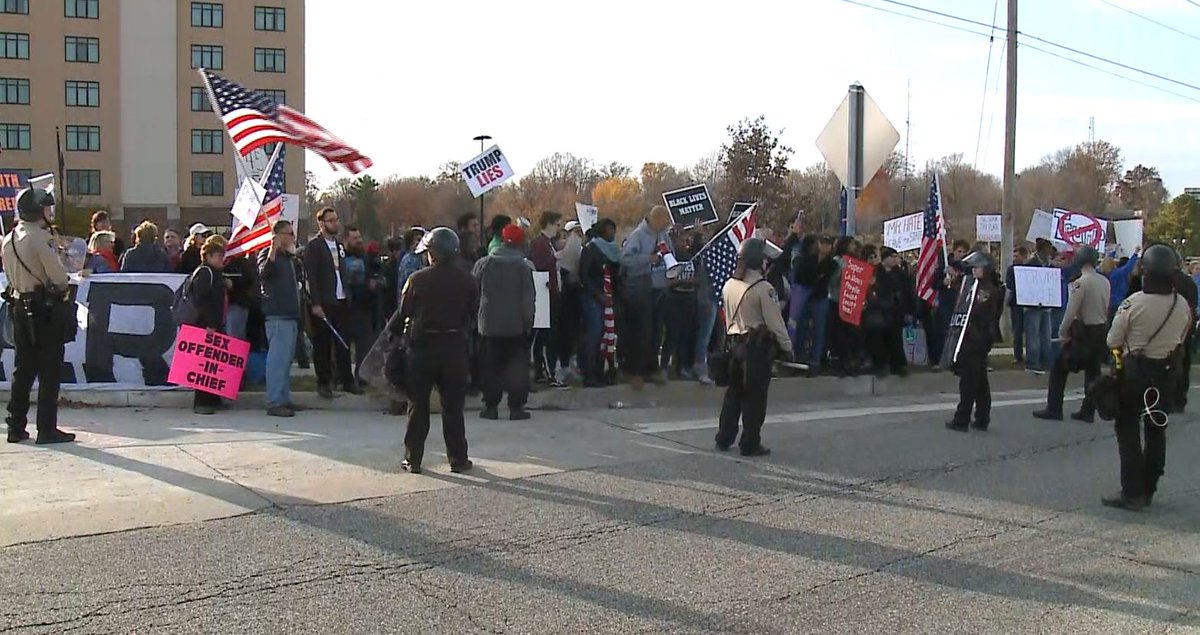 Protesters chants 'we want a leader not a crazy tweeter' as motorcade enters St. Charles Convention Center #kmov