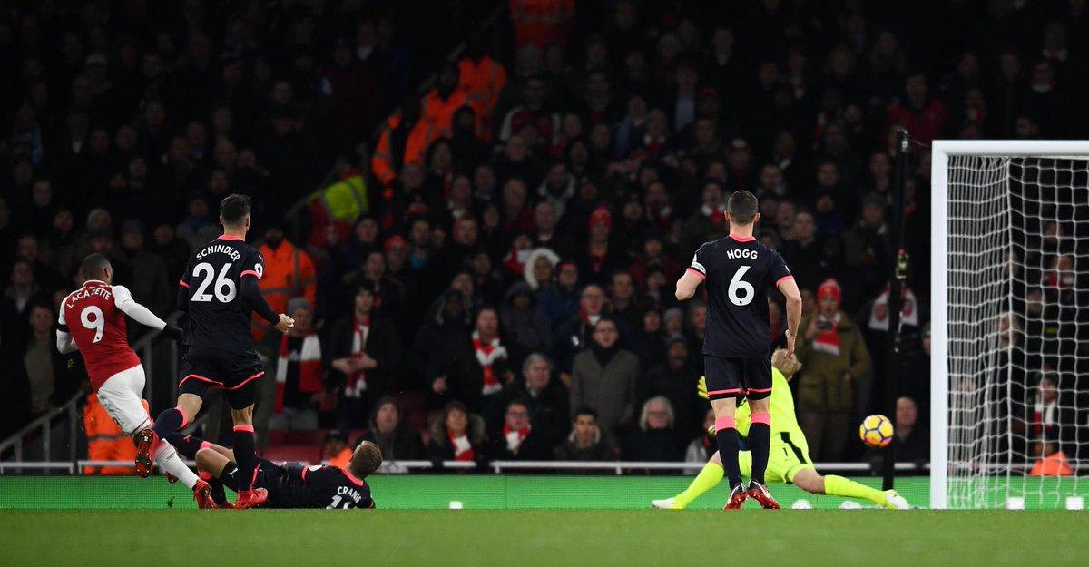 sao Arsenal lỡ hẹn với Quỷ đỏ