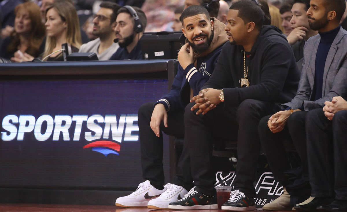 e166751f6332  SoleWatch   Drake wearing the Travis Scott x Nike Air Force 1 Low at the  Raptors game.