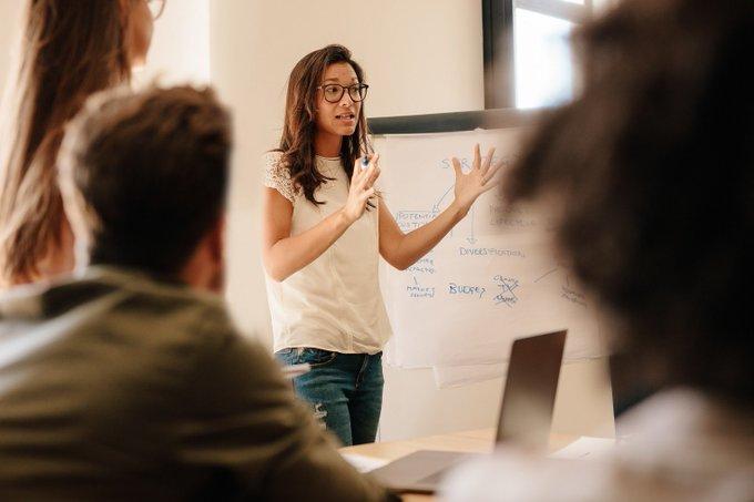 Eine erfolgreich etablierte #Meetingkultur spart Zeit und ermöglicht bessere Ergebnisse. Carsten Liede, Head of HR bei Colliers International in Deutschland, spricht im #Blog über wertvolle #Tipps für effiziente #Meetings.  t.co/ZdlsGCTkCw