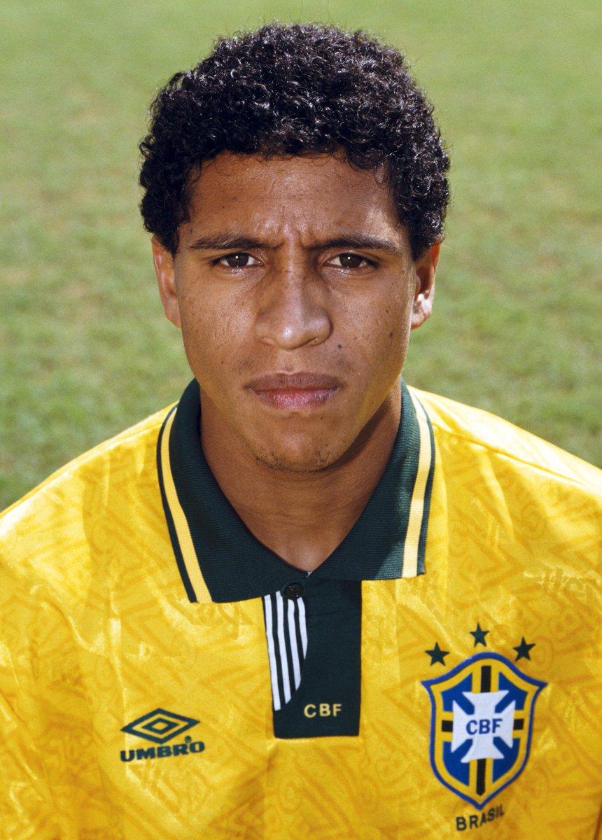 ¿Cuánto mide Roberto Carlos? (futbolista) - Altura - Real height DP42euRXkAE-BBA