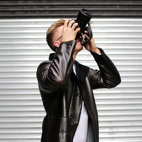 Your Way: In a hectic life of fashion and street style photographer Reuben Moore, it is essential his wardrobe is versatile, considered and comfortable. Watch the video on how he makes ENLIST his own - https://t.co/fKzlHuzgLm https://t.co/O4WQ1YHjaM