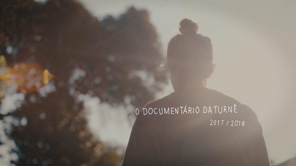 """Reveja o documentário sobre a turnê do """"Vem"""": https://t.co/TttLtKBX6R 😊 https://t.co/wsXoiA2sVG"""