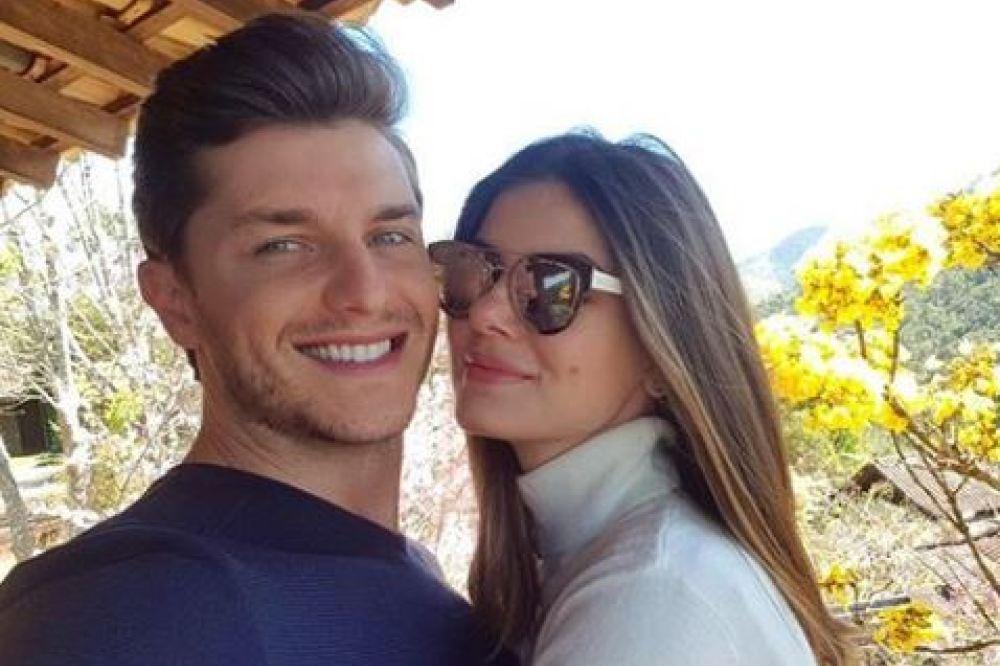 Camila Queiroz revela data e local de casamento com Klebber Toledo https://t.co/srERhQFact