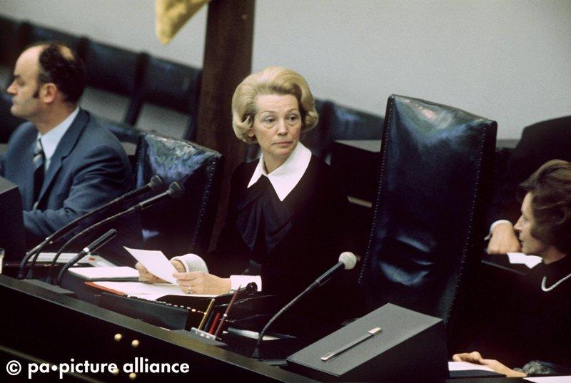 #OnThisDay 1972: Annemarie Renger (SPD) wird als erste Frau zur Präsidentin des Deutschen Bundestages gewählt.