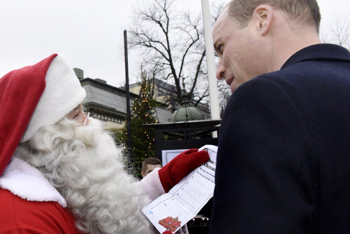 Príncipe William entrega carta de George ao Papai Noel   https://t.co/GpWI1cmky0