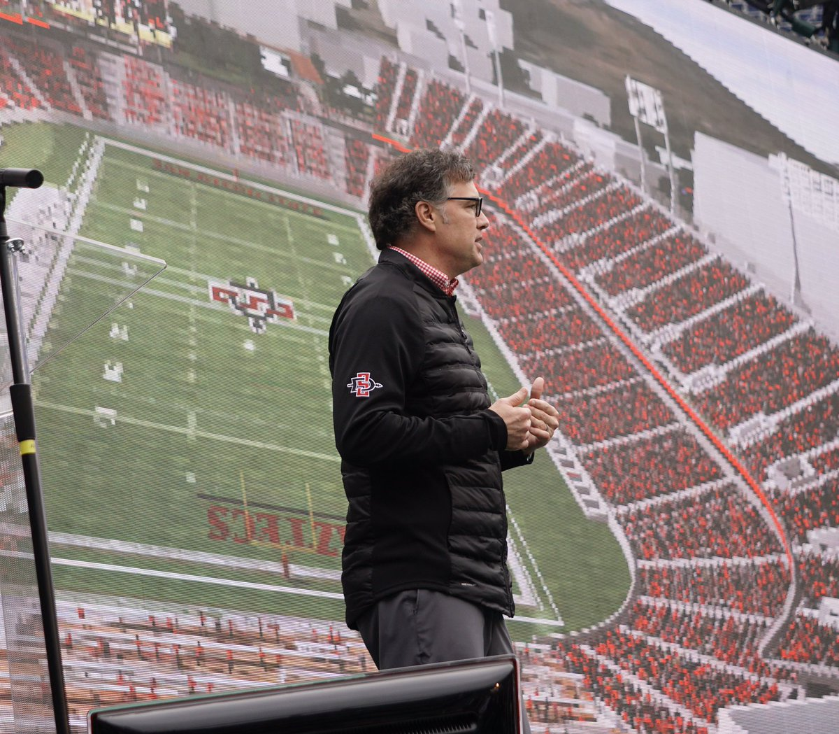 1098 t sdsu -  Been To Build The Best Venue For San Diego State University And The Community As A Whole Sdsu Athletic Director Jdwickerpic Twitter Com 43ap3ctsw1
