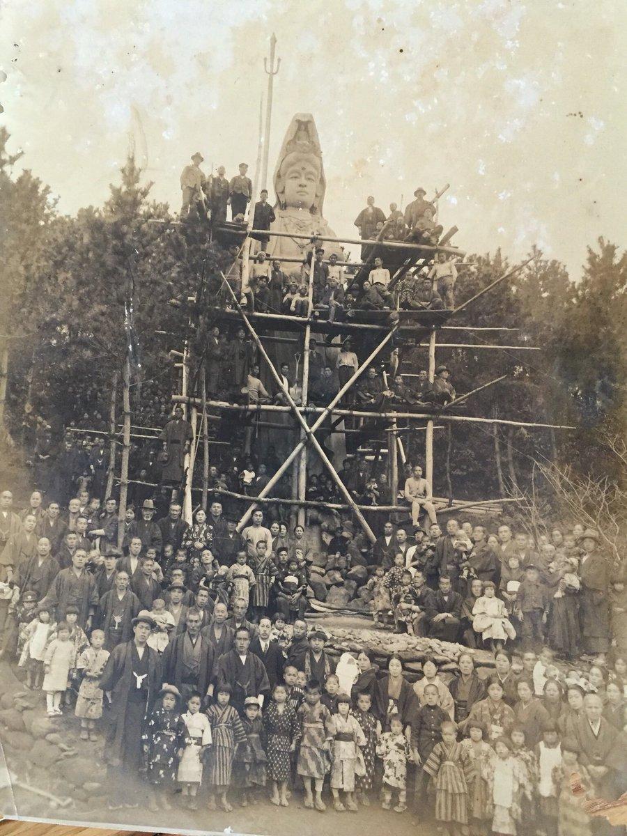 近畿のとあるお寺に残された写真です。この観音像が撮影された場所、年代を探しています。 これだけ巨大な…