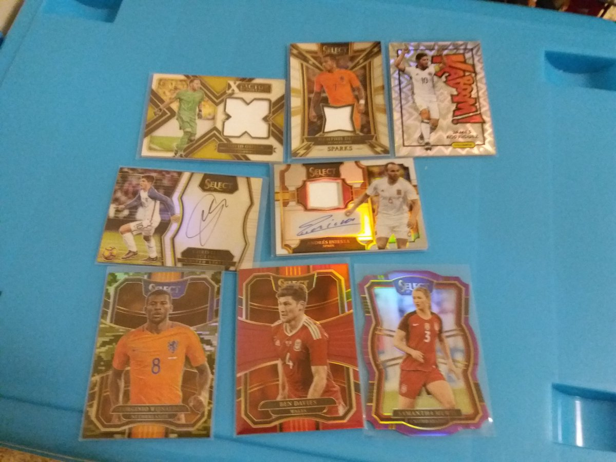 Back-to-Back thanks to @WaynesCards. beated the odd for 1 box select soccer