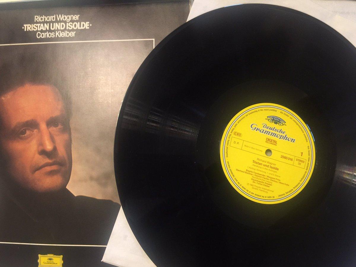 Neues Vinyl in the house! #wagner #wurdemalzeit #vinyl #weilsbesseristpic.twitter.com/Fi7aVZegmC