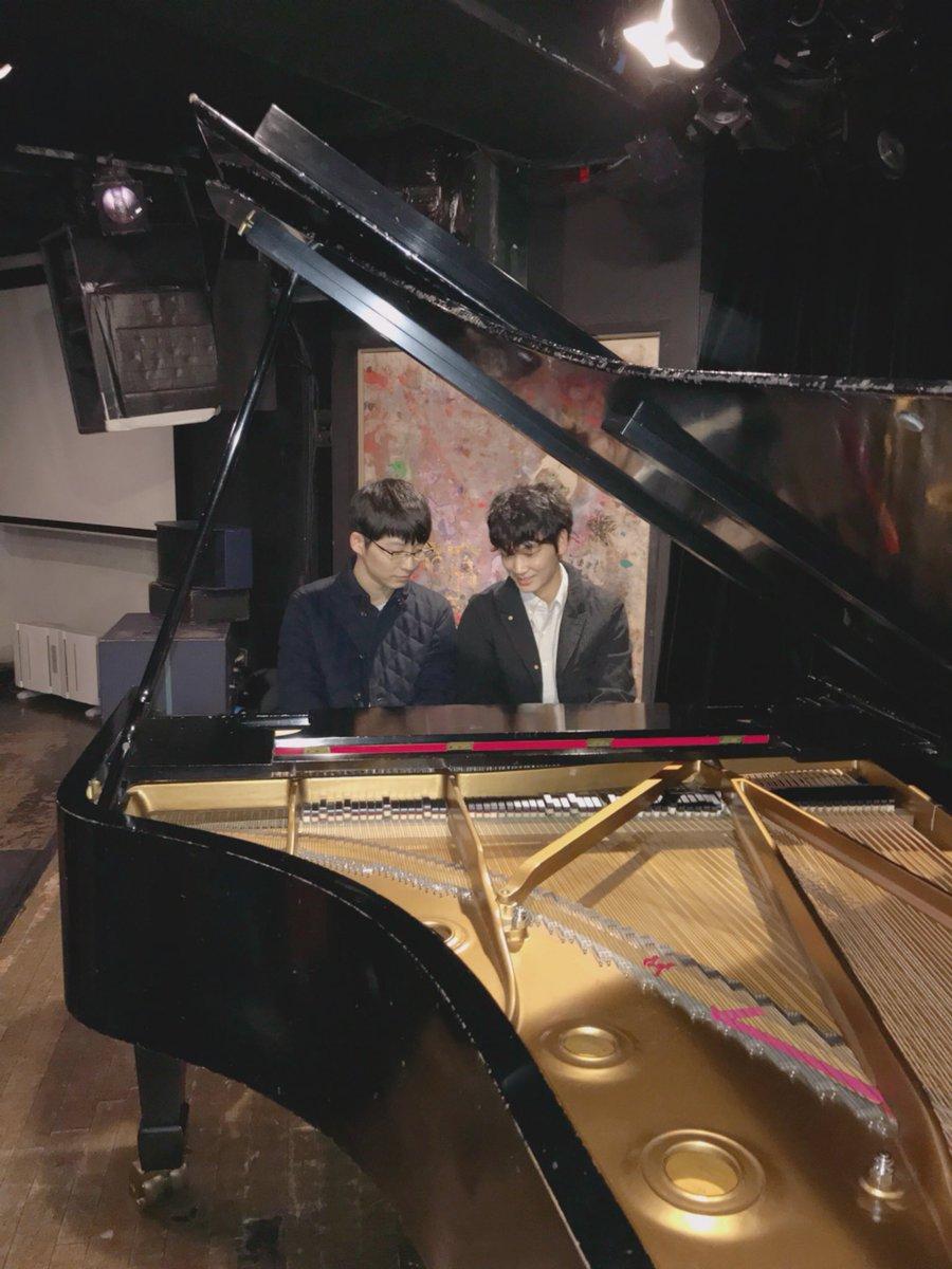 【コウノドリ第8話まで、あと4時間!】サクラ先生としのりんでカウントダウン❗️2人で楽しくピアノ連弾🎹  #tbs #コウノドリ #綾野剛 #星野源