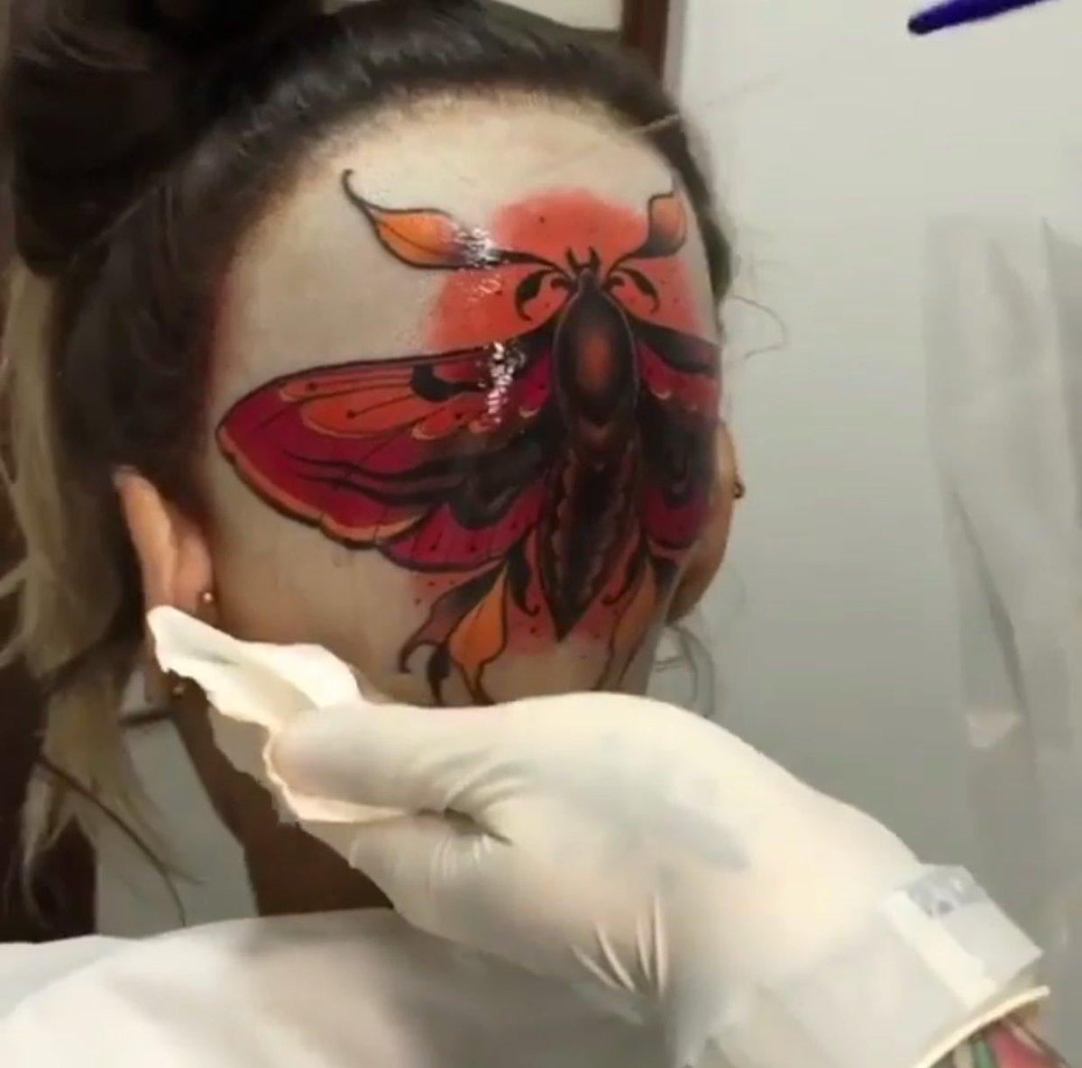 Madre mía la cara tatuada luego pa quita...