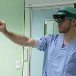 """Zullen chirurgen straks opereren met de hulp van """"Augmented reality""""? Als het aan ons ligt wel: ons nieuw #AR project in de pers https://t.co/HBspdx3MOQ"""