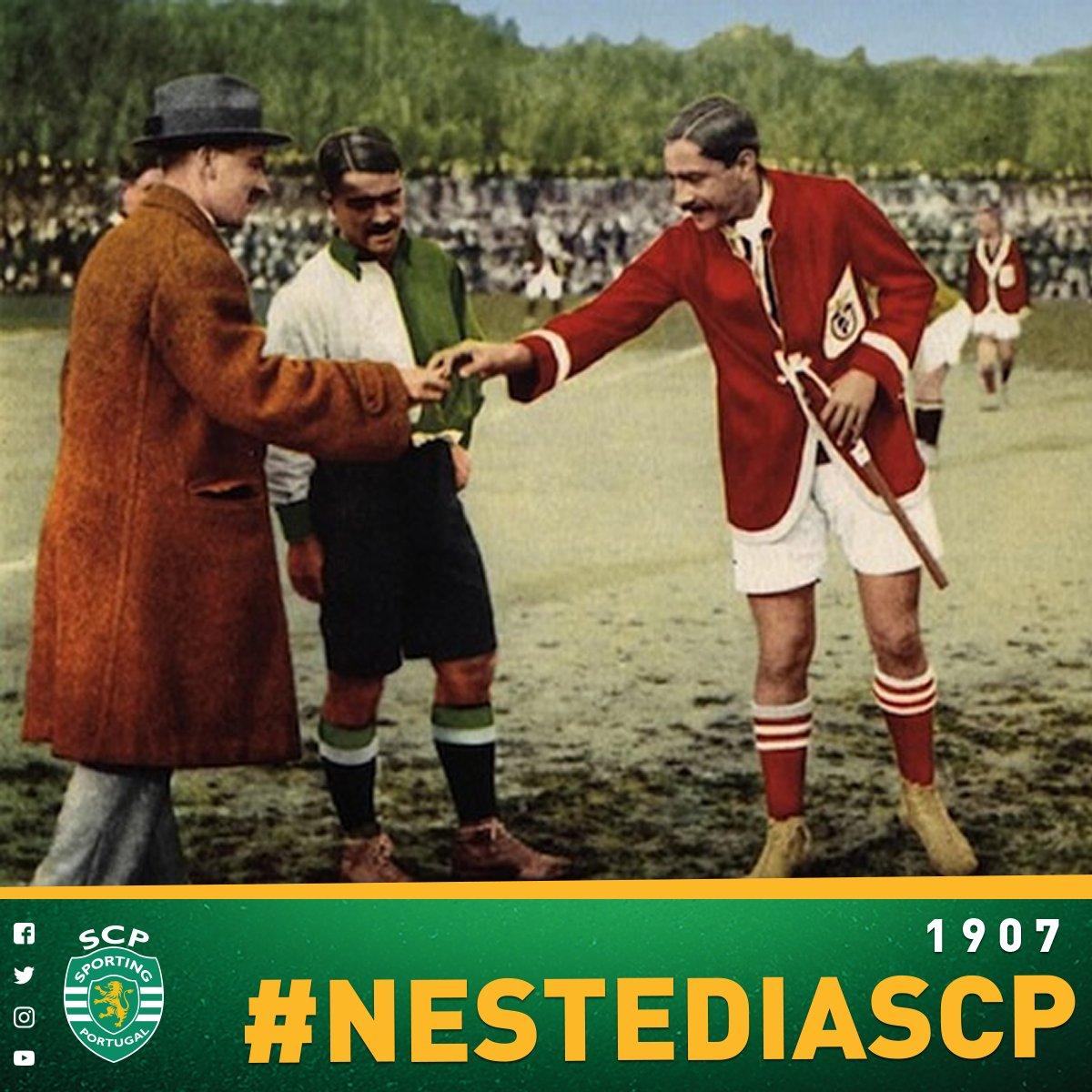 01 de Dezembro 1907: O #SportingCP joga o primeiro derby frente ao Sport Lisboa, clube que está na posterior origem do SL Benfica, e vence por 2-1. Os golos do Sporting CP foram apontados por Cândido e Cosme Damião (auto-golo). #NesteDiaSCP