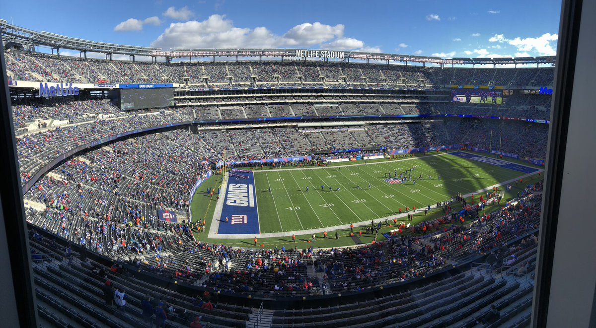 Ten minutes before kickoff. This looks like Cleveland. #Giants <br>http://pic.twitter.com/uTVHJeIo4L