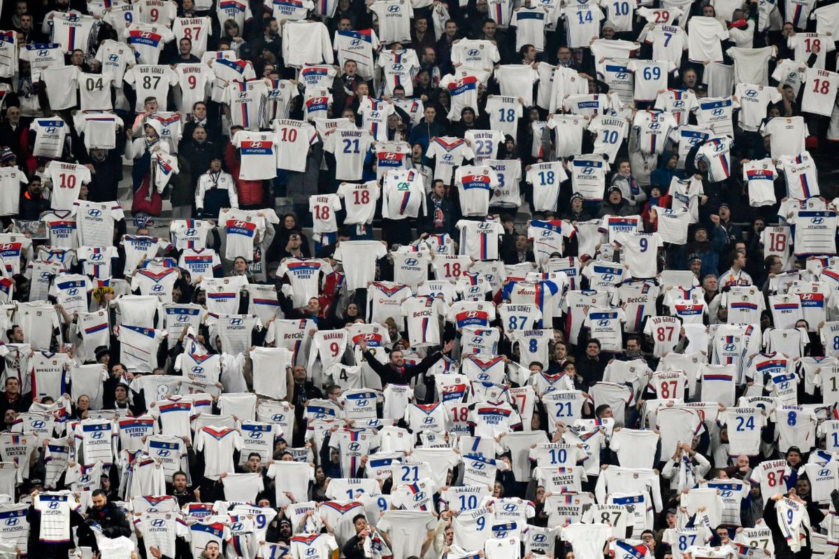 This is brilliant....  The home crowd at the Stade des Lumieres paying tribute to THAT Nabil Fekir celebration that sparked the outrage in The Rhone Derby last game weekend.  Love Football, Love #OL LOVE Fekir! <br>http://pic.twitter.com/I3PhyjonEu