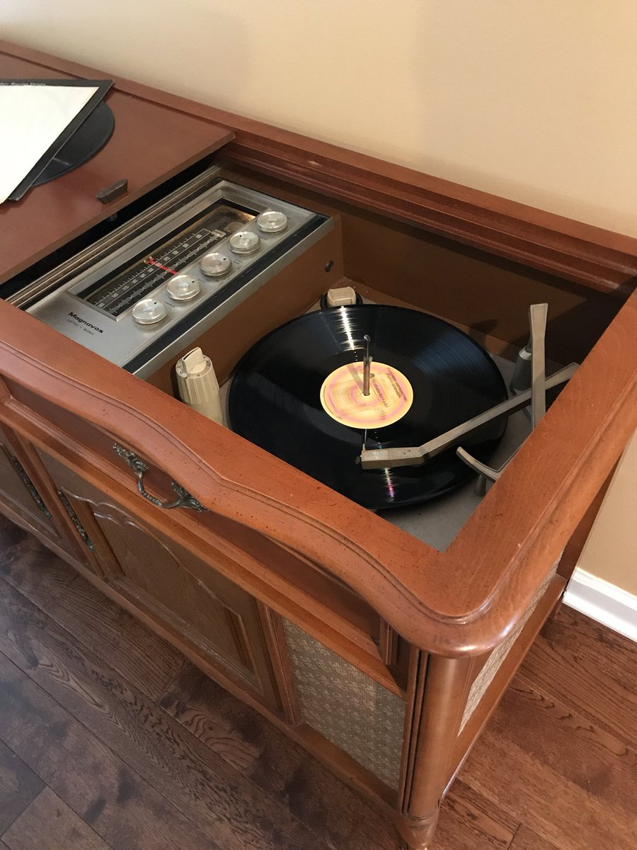 Nick engle eyedocrobot twitter service a 1960s magnavox astro sonic here in nashville she needs some love oldschoolcool vinyl music repairdontreplacepicittercgadyuxaop geotapseo Images