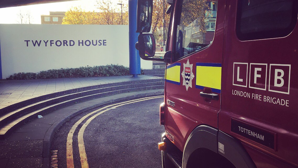 Crews from #Tottenham have been carrying out Home Fire Safety Visits today in one of their local tower blocks. Would you like or know of anyone that needs a FREE Home Fire Safety Visit? If so, then follow the link   http://www. london-fire.gov.uk/HomeFireSafety Visit.asp &nbsp; …  #FireSafety<br>http://pic.twitter.com/p3htgfUuzi