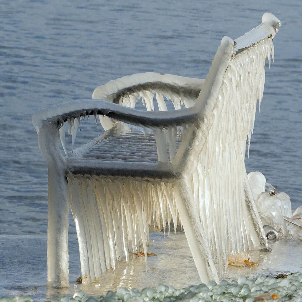 Have a S-s-seat!  Frozen scene on #LakeOntario by Carl. #ThisIsROC #ROC #Rochester <br>http://pic.twitter.com/WOBcVIKi8X