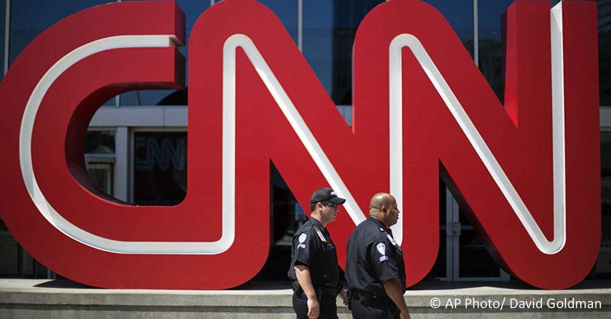 Un écolier américain n'a pas pu visiter les bureaux de CNN à cause de l'inscription sur son T-shirt. Qu'est-ce qui était écrit sur son T-shirt? https://t.co/H08jsZ0ZPK