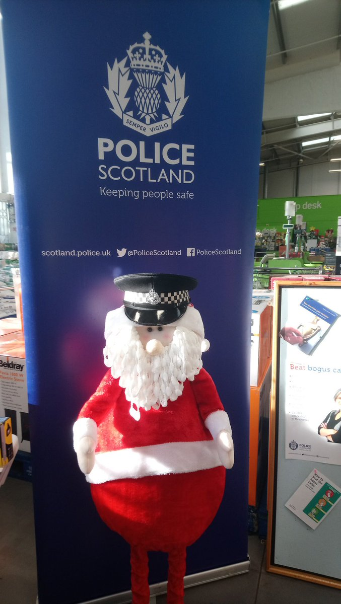 Constable Claus is helping #Dumfries Community  today at homebase offering advice and tips on #homesecurity <br>http://pic.twitter.com/7cFkXvrRnm