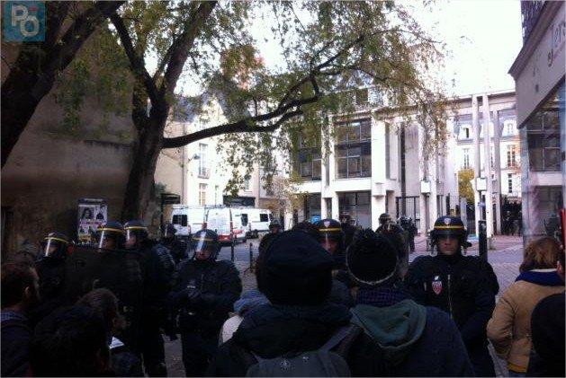 Honteux ! La maire de #Nantes @Johanna_Rolland, 'ville amie des enfants', s'apprête à expulser des mineurs la veille de la journée internationale des #DroitsDeLenfant. On se mobilise, on peut encore arrêter ça. Merci pour vos RTs !
