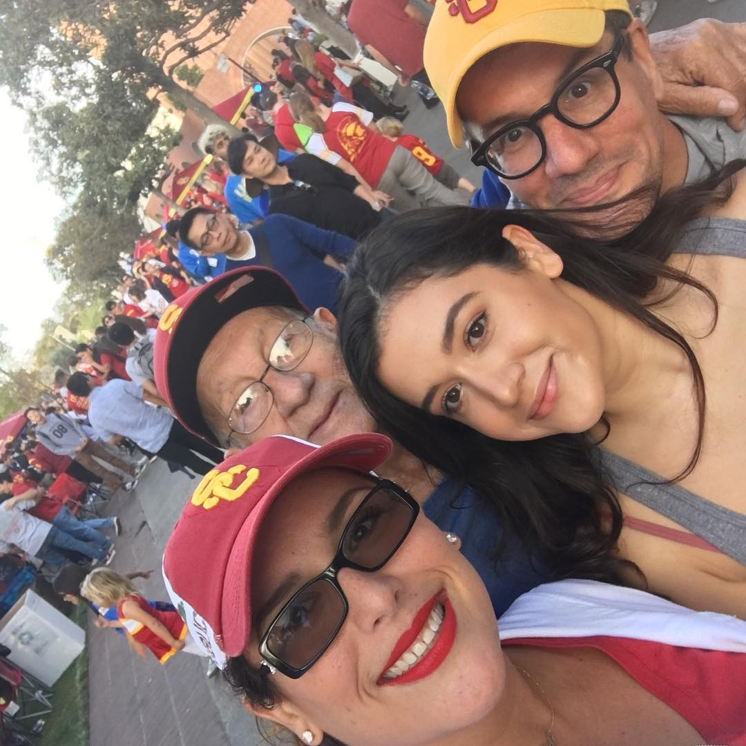 #Repost @angelicavale (@get_repost) ・・・ #selfietime Yesterday at @usc_athletics game... The best time... @ellepadron @ottompadron &amp; my father in law... <br>http://pic.twitter.com/uE0laGqRDt